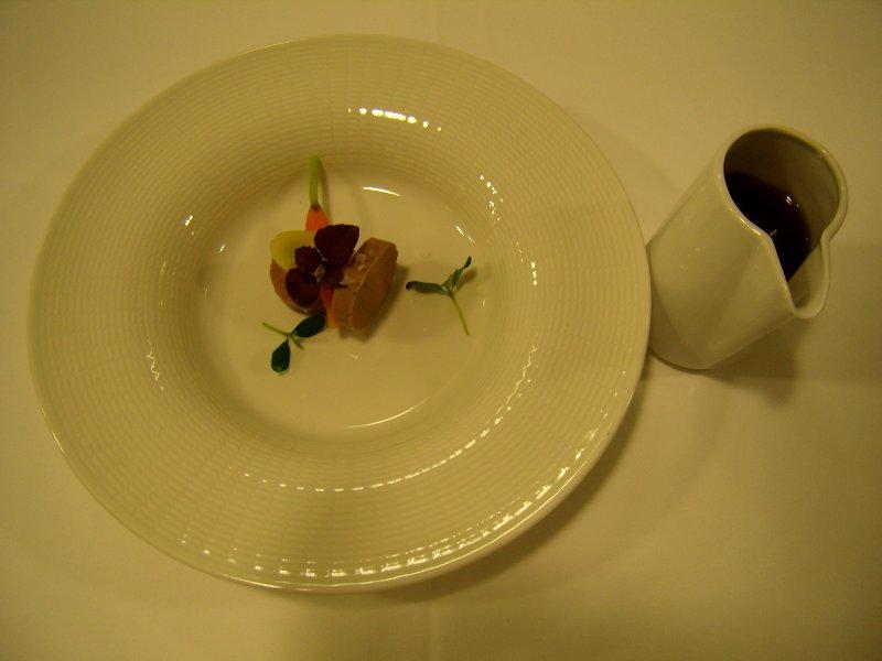 Consomé de gallina con foie curado y trufa melanosporum