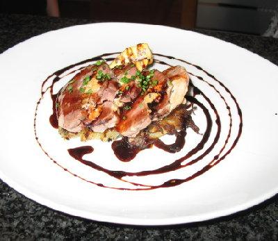 Magret de pato con foie y reducción de vino tinto